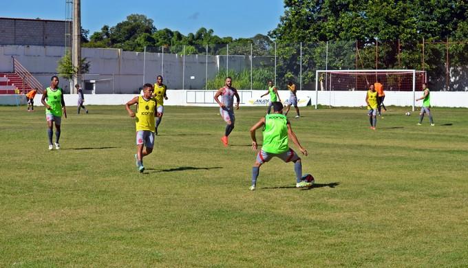 Tricordiano treina no estádio Elias Arbex, em Três Corações (MG) (Foto: Régis Melo)