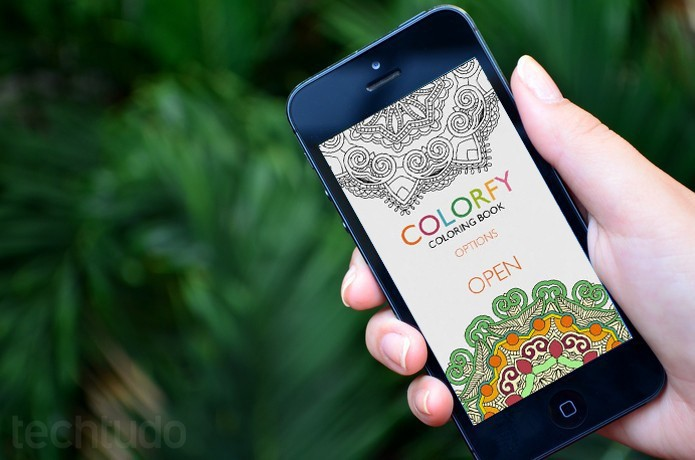 colorfy-destaque-telefone-mao (Foto: Luciana Maline/TechTudo)
