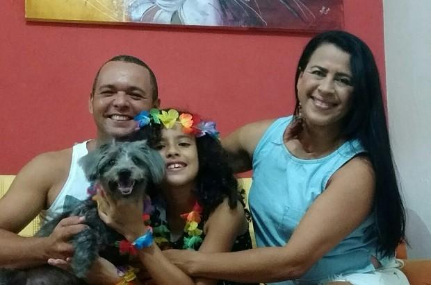 Pedro, Rejane, a filha deles, Sophia, e a cadela de estimação (Foto: Arquivo pessoal/Rejane Rodrigues)