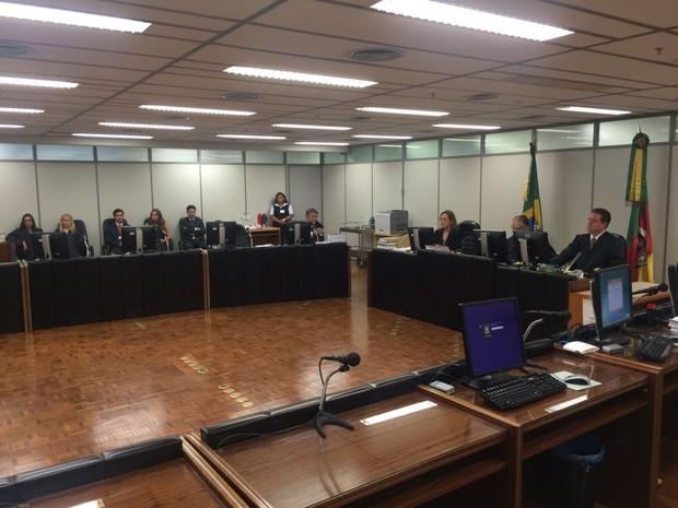 Decisão por julgamento popular de réus da Kiss foi anunciada em Porto Alegre (Foto: Igor Grossmann/G1)