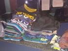 Homem é preso por furtar bermudas, camisas e bonés em Volta Redonda
