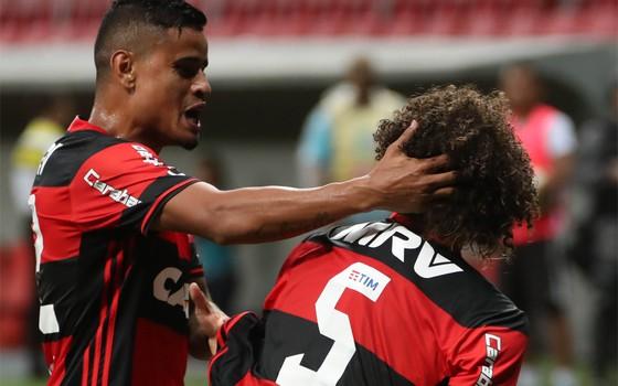Flamengo veste TIM. A operadora italiana decidiu concentrar seus patrocínios nos clubes do Rio em 2017 (Foto: Gilvan de Souza / Flamengo)