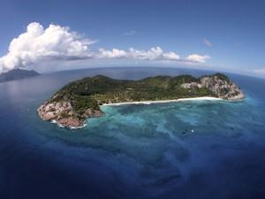 Vista aérea da ilha onde fica o hotel (Foto: Andrew Howard//Wilderness Safaris/Divulgação)