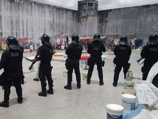 O Grupo de Operações Especiais esteve na penitenciária nesta terça (Foto: Divulgação/GOE)