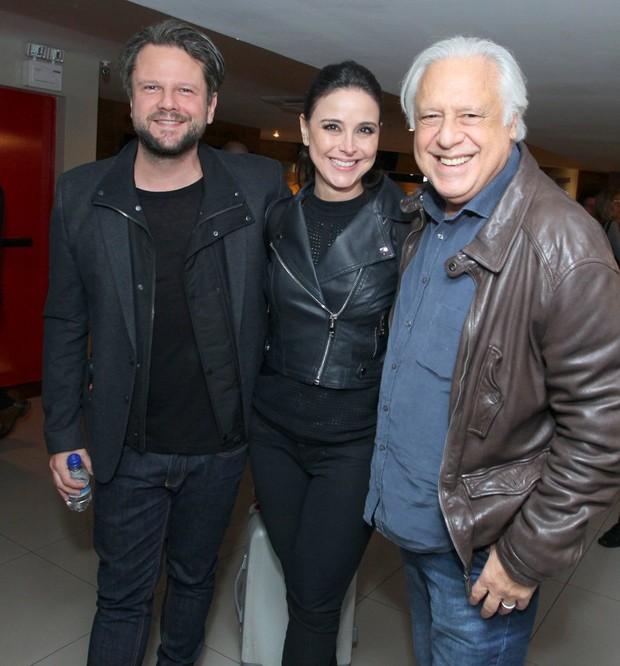 Selton Mello com o casal Antônio Fagundes e Alexandra Martins (Foto: Marcello Sá Barretto/AgNews)