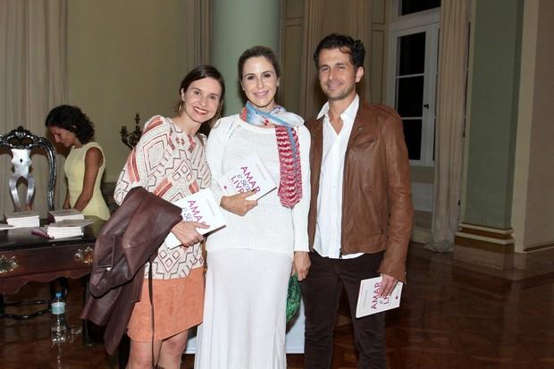 Paula Burlamaqui, Guilhermina Guinle e Leonado Antonelli em evento na Zona Sul do Rio (Foto: Alex Palarea/ Ag. News)