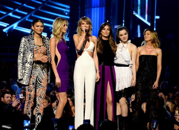Taylor Swift lança clipe com Zendaya, Martha Hunt, Lily Aldridge, Hailee Steinfeld e Ellen Pompeo  (Foto:  Ethan Miller/Getty Images/AFP)