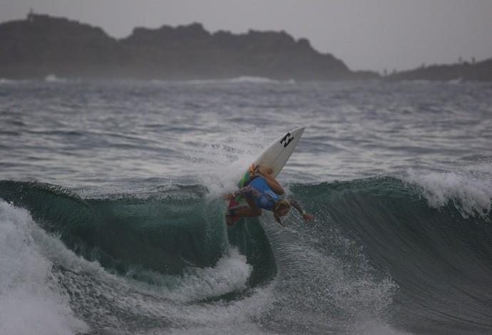 Australiana Macy Callaghan pegou quase todas as ondas da final em Kiamas, na Austrália (Foto: ©WSL / Smith)