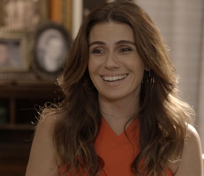 Alice quer saber o que os italianos acham de Dona Mocinha (Foto: TV Globo)