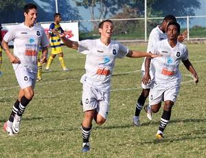 Vitor Juffo comemora primeiro gol do Rio Branco-ES (Foto: Simon Dias/Rádio ES)