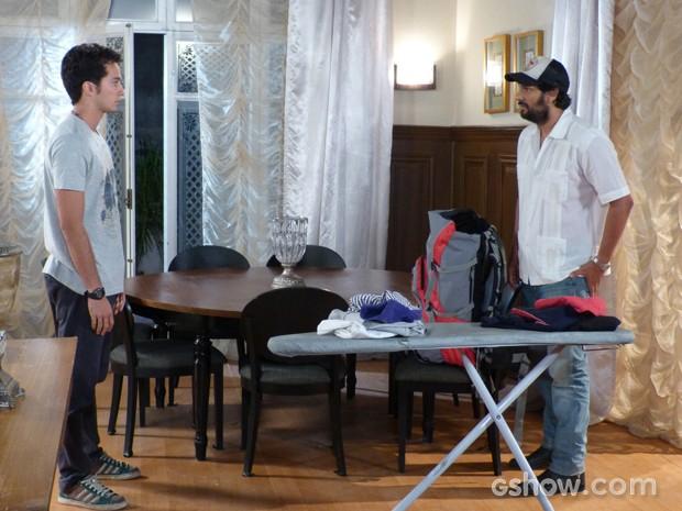 Hernandez decide fugir  (Foto: Malhação / TV Globo)