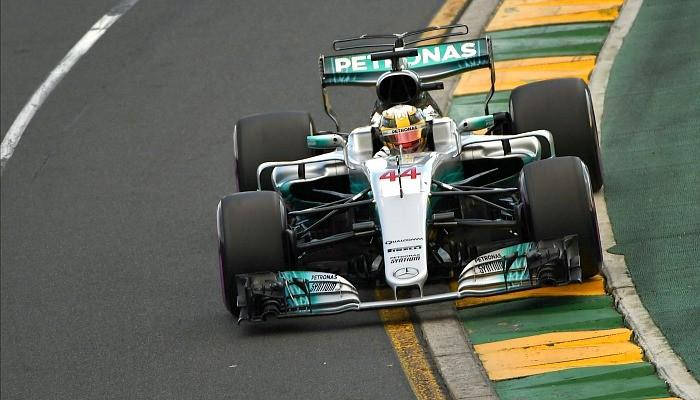 Lewis Hamilton larga na pole na Austrália