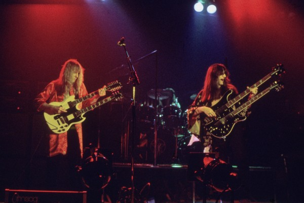 Os músicos do Rush durante um show nos anos 80 (Foto: Getty Images)