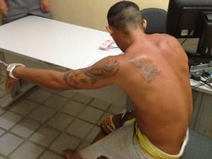 Homem foi preso em flagrante sob suspeita de ter violentado a filha  (Foto: Walter Paparazzo/G1)