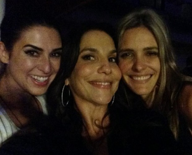 Ivete Sangalo ganha bolo surpresa de amigos na casa do André Marques (Foto: Arquivo Pessoal)