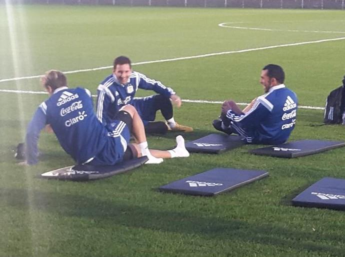 Tevez minimiza polêmica com Messi na volta à Seleção