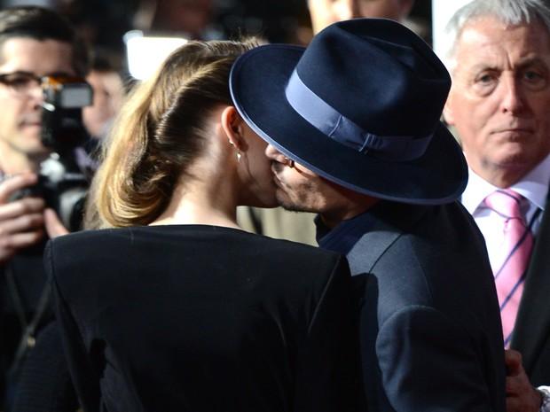 Johnny Depp e Amber Heard em pré-estreia de filme em Los Angeles, nos Estados Unidos (Foto: Jason Merritt/ Getty Images)