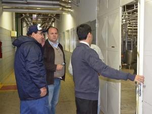 Investitores visitam fábrica da Leite Nilza em Ribeirão Preto (Foto: Leandro Mata/G1)