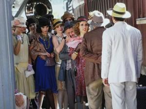 As meninas do Bataclã aparecem para dar adeus à amiga (Foto: Gabriela / TV Globo)