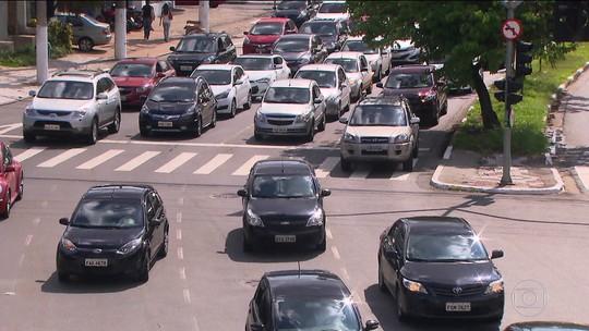 Não dar seta é infração de trânsito; poucos sabem e muitos cometem