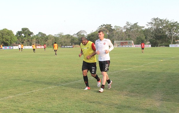 Adriano e Paulo Victor, treino do Flamengo (Foto: Richard Souza / Globoesporte.com)