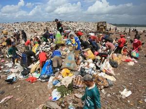 Famílias que vivem na comunidade do Lixão do Aurá serão beneficiadas com as doações (Foto: Igor Mota/O Liberal)
