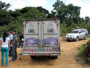 Corpo foi encontrado por dois homens na manhã desta quarta-feira (23) (Foto: Diego Toledano/ G1 AM)