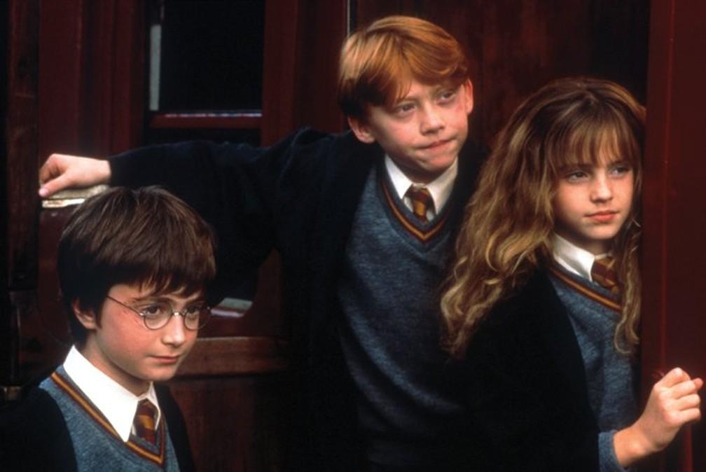 Daniel Radcliffe, Rupert Grint e Emma Watson no primeiro filme da série, 'Harry Potter e a pedra filosofal', lançado em 2001 (Foto: Divulgação)