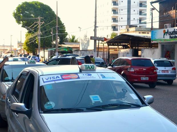 Taxis iniciam cobrança 24 horas da bandeira dois em 1º de dezembro em Macapá (Foto: Abinoan Santiago/G1)