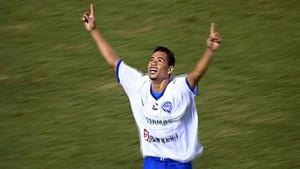 Yago Pikachu marca o gol do Paysandu contra o Boa Esporte (Foto: Reprodução Premiere)
