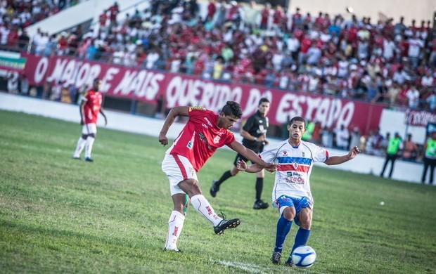 Jogo terminou em 1 a 1 e deixou o sergipe na vice-liderança (Foto: Filippe Araújo/FSF)
