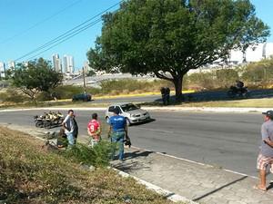 Atropelamento aconteceu na subida da Avenida Prudente de Morais, próximo ao ginásio DED (Foto: Muriú Mesquita/ G1)