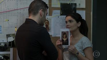 Antônia decide divulgar a foto de Mônica