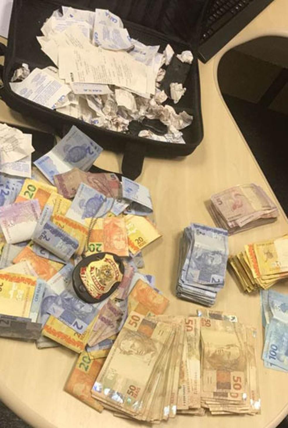 Dinheiro recuperado pela PF em Nilópolis, na Baixada Fluminense (Foto: Divulgação/Polícia Federal )