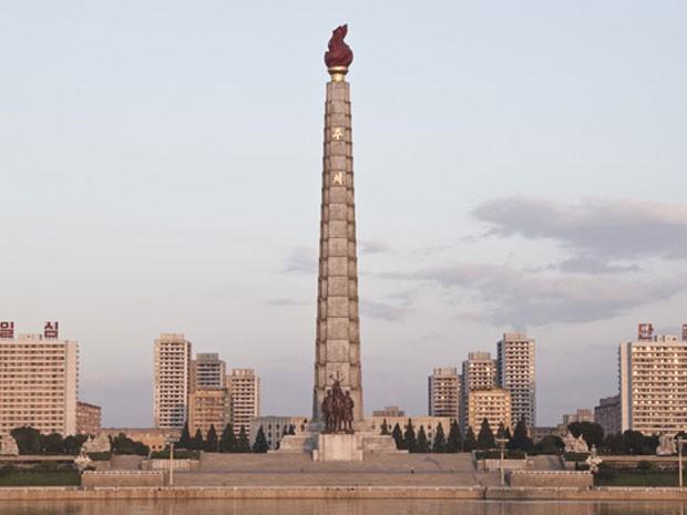 Torre da Ideologia Juche, em Pyongyang (Foto: Gabriel Prehn Britto/Arquivo pessoal)