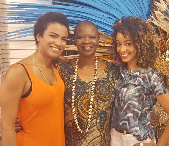 Pinah posa com a filha, Claudia, e a repórter Aline Prado (Foto: Arquivo pessoal)