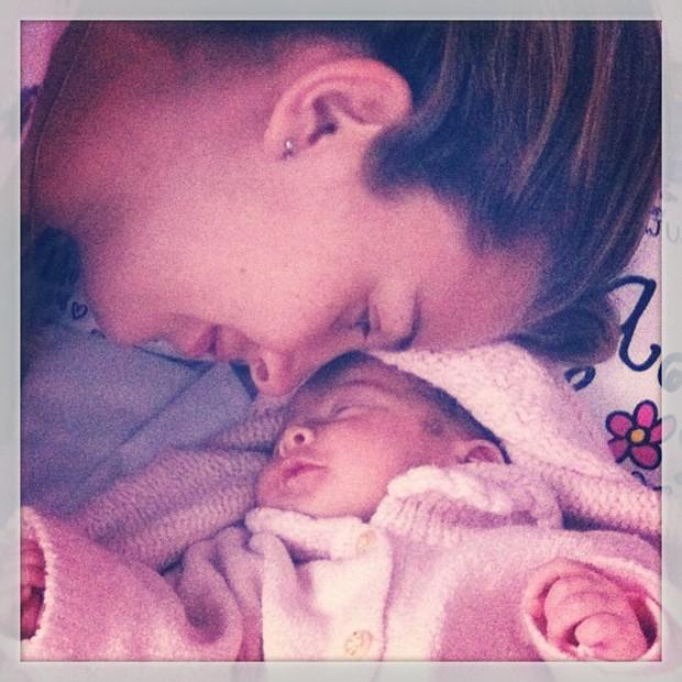 Debby Lagranha posta foto com a filha (Foto: Instagram / Reprodução)