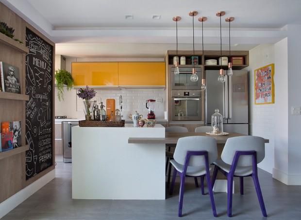 cozinha-ilha-madeira-lousa-beta (Foto: Divulgação)