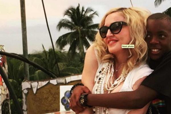 A cantora Madonna com o filho David Banda em sua residência em Portugal (Foto: Instagram)