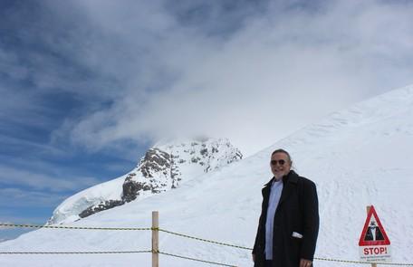 """José de Abreu visitou os alpes suíços. Em 'Joia rara"""", seu personagem terá estudado no país antes de se mus=dar para o Brasil Arquivo pessoal"""