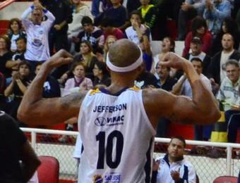 Ala-pivô Jefferson, do São José Basquete (Foto: Danilo Sardinha/Globoesporte.com)
