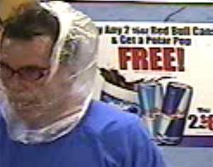 Ladrão roubou loja nos EUA usando saco plástico como máscara (Foto: Divulgação/Belleville Police Department)