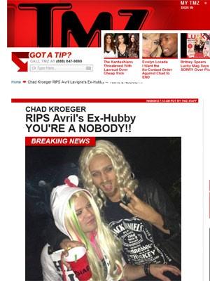 Deryck Whibley, ex-marido de Avril Lavigne, se veste como a cantora para festa de Halloween de 2012; na imagem, ele aparece acompanhado da namorada, Ari Cooper, que imitou o noivo de Avril, Chad Kroeger, do Nickelback (Foto: Reprodução/TMZ)