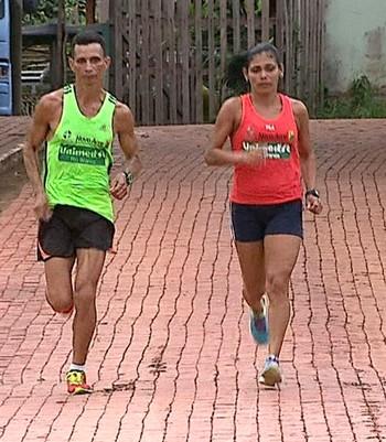 Evandro Saraiva e Maria Rosângela Oliveira (Foto: Reprodução/Rede Amazônica Acre)