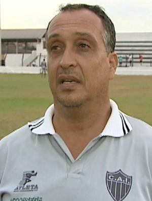 Charles de Almeida, técnico do Atlético-ES (Foto: Reprodução/TV Gazeta Sul)