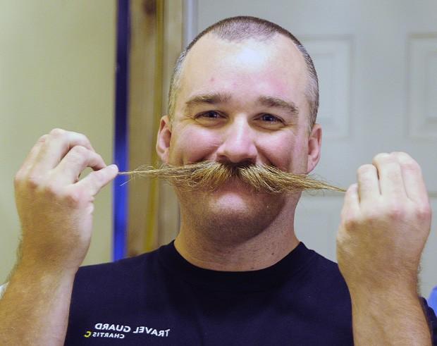 Americano irá competir em campeonato mundial de barba e bigode, realizado na Alemanha (Foto: Casey Lake, The Stevens Point Journal/AP)