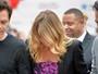 Cameron Diaz mostra aliança em meio a rumores de noivado