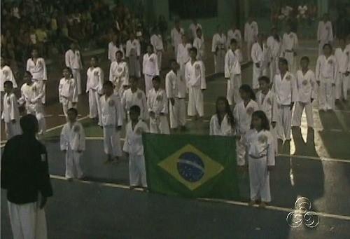 Artes marciais são algumas das atividades desenvolvidas pelas crianças (Foto: Amazônia TV)