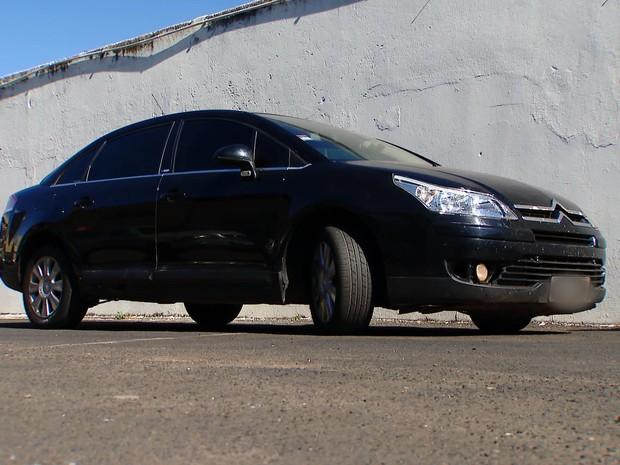 Carro que os suspeitos utilizavam em Uberlândia (Foto: Reprodução/MGTV)