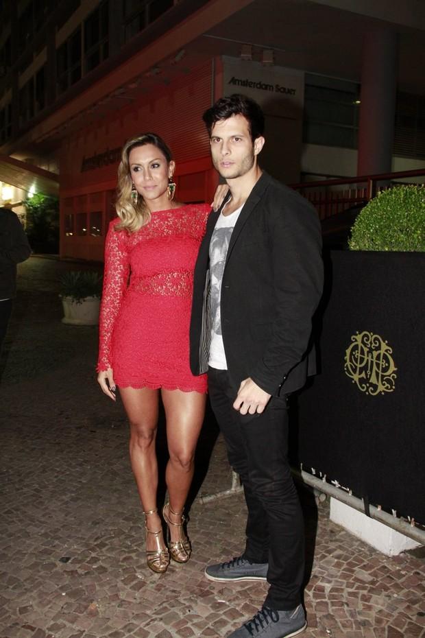 Ex-BBB Lia Khey e o namorado Leandro na festa de Preta Gil (Foto: Isac Luz/EGO)